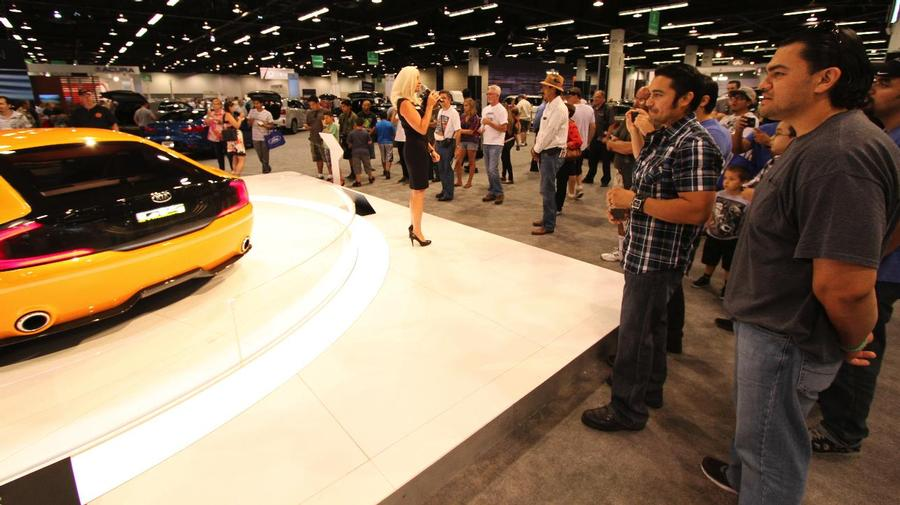 Model Central Florida International Auto Show Orlando FL - Car show in orlando this weekend